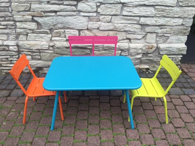 Stühle, Bank und Tisch für KIDS
