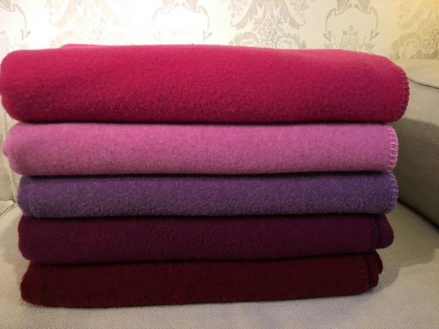 Decke Sophia in verschiedenen Pink- und Rosatönen