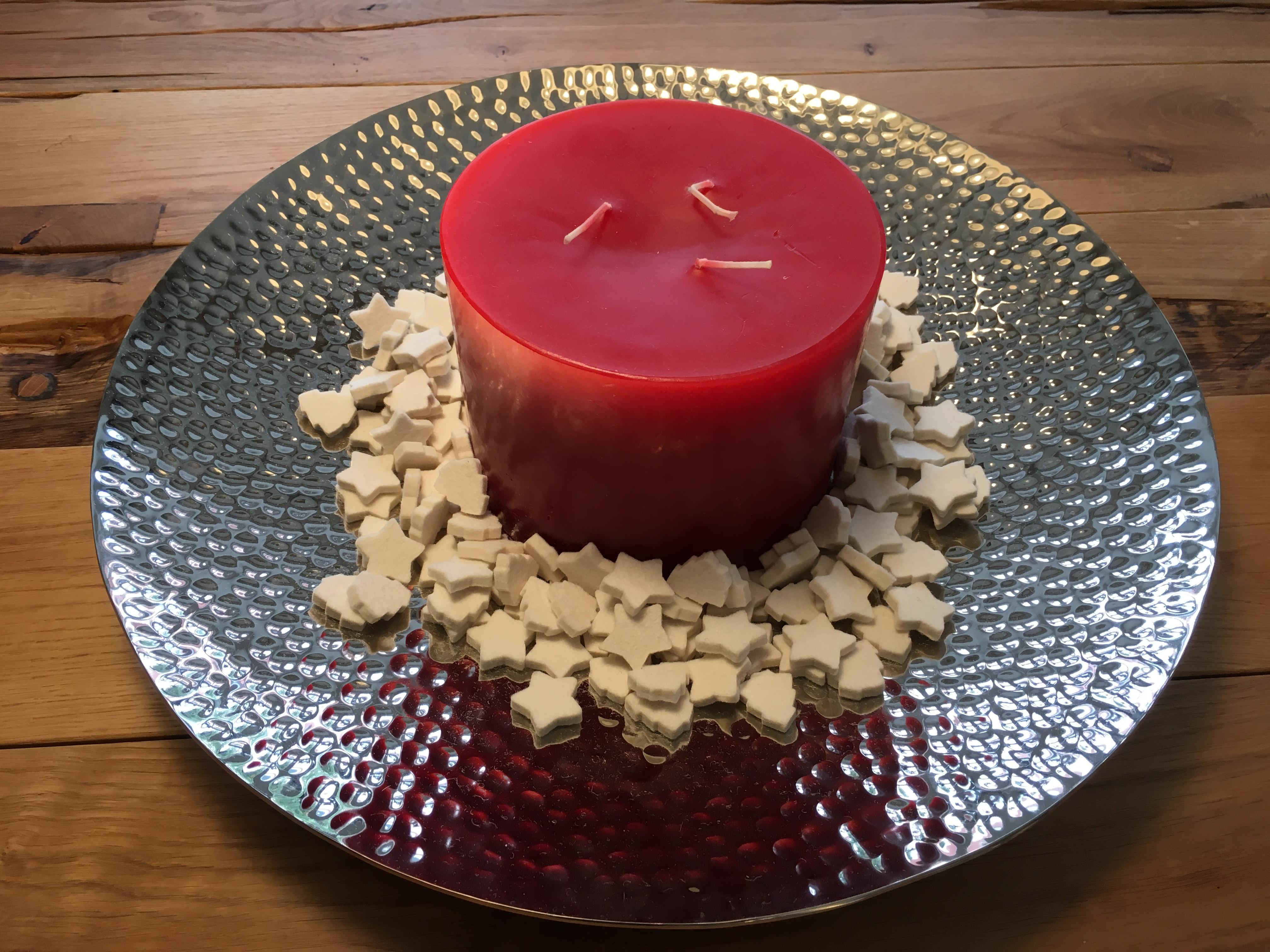 Kerzenschale mit Dreidochtkerze in Rot Sternendeko